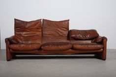 Cassina 1973 Maralunga sofa by Vico Magistretti. My Furniture, Leather Furniture, Vintage Furniture, Leather Sofa, Furniture Design, Italian Sofa, Love Chair, Modern Love, Lounge Sofa