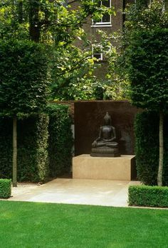 Harpur Garden Images :: ren124 Zen oriental Buddha Japanese style formal smart chic design lawn grass Tilia lime pleached trees focal point ornament Design : Luciano Giubbilei The Renaud garden Kensington UK Jerry Harpur Zen, oriental, Buddha, Japanese, style, formal, smart, chic, design, lawn, grass, pleached, trees, focal, point, ornament, The Renaud garden Kensington, UK, Jerry Harpur,
