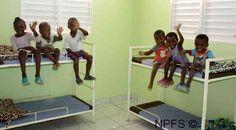 dans les chambres de l'orphelinat