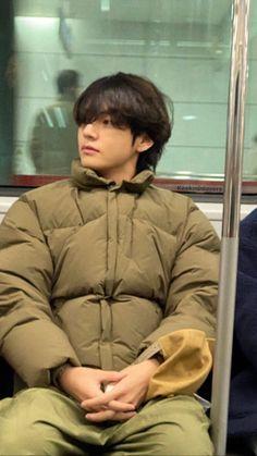 Jimin Jungkook, Bts Taehyung, Bts Bangtan Boy, Taehyung Photoshoot, Bts Vmin, Namjoon, Daegu, Bts Love, V Bts Cute