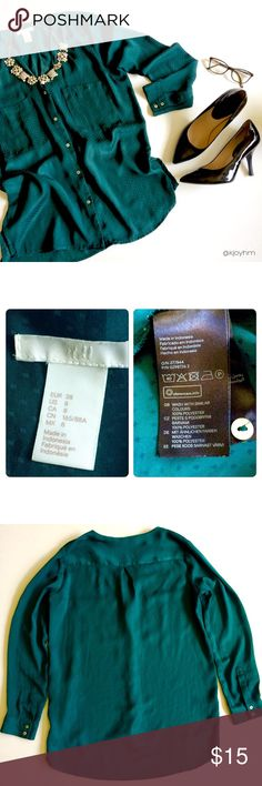 H&M split hem button down blouse This drapey blouse is a gorgeous shade of hunter green and has tone-on-tone dot design. Pretty oversized, in my opinion. Could possibly fit a large, or works for a medium if you want it really flowy. Dress form in photos is a size 6, for reference. In really good used condition. Perfect for work with a pencil skirt and heels, but also nice with jeans, a chunky cardigan, and boots. H&M Tops Blouses