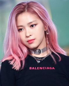 Ryujin ~ showing good taste with the same / similar top as worn by Soojin of G-Idle. Looks great on both of them. Balenciaga one of my favs - I treasure my Balanciaga necktie and shirt. Kpop Hair Color, Hair Color Pink, Pink Hair, K Pop, Kpop Girl Groups, Kpop Girls, Korean Girl, Asian Girl, Hair Icon