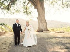 Photography: Danielle Poff Photography - www.daniellepoff.com   Read More on SMP: http://www.stylemepretty.com/california-weddings/2015/07/01/classy-hammersky-wedding-in-paso-robles/