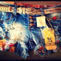 """Shorts"" ~~Rosario Contreras~~"
