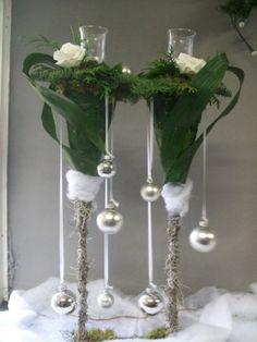 Kerststukje in lange glazen