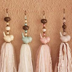 Good use of animal beads Polymer Beads, Lampwork Beads, Diy Tassel, Tassels, Weaving Wall Hanging, Weaving Textiles, Vintage Crafts, Diy Party Decorations, Craft Sale