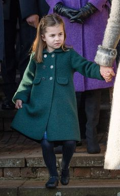 Royal fans praise 'adorable' Princess Charlotte as she curtsies to the Queen Princess Charlotte Photos, Princess Diana, George Of Cambridge, Duchess Of Cambridge, Prince William And Kate, Prince Charles, Duchess Kate, Duke And Duchess, Celebrity Babies