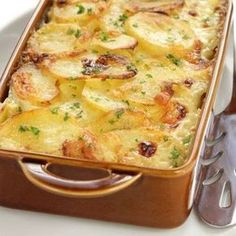 Scalloped Potato Gratin – Food Recipes People love my Old Fashioned Scalloped Potatoes recipe and they are perfect withf ham, beef roast, chicken, Creamed Potatoes, Potatoes Au Gratin, Baked Potatoes, Scalopped Potatoes Recipe, Cheesy Scalloped Potatoes Recipe, Scalloped Potatoes With Evaporated Milk Recipe, Recipes With Evaporated Milk, Scallop Potatoes, Easy Potato Recipes