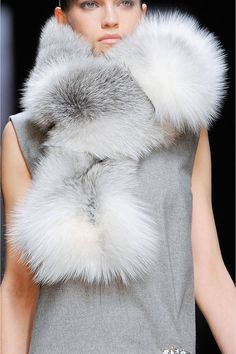 This is something I def would be wearing. Ermanno Scervino Fall 2013 - Love the fur scarf. Fur Fashion, Grey Fashion, Fashion Details, Milan Fashion, Sporty Fashion, Winter Wear, Autumn Winter Fashion, Fur Accessories, Fabulous Furs