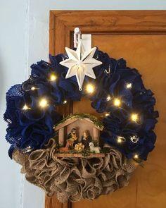 Rustic Christmas, Winter Christmas, Christmas Ornaments, Mesh Christmas Tree, Ornaments Ideas, Christmas Island, Christmas Vacation, Corner Christmas Tree, Christmas Time