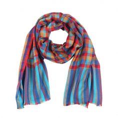 Das bunte Muster setzt Akzente und bringt Farbe in den Alltag.  Dieser Schal ist sehr leicht und angenehm zu tragen und vielseitig kombinierbar.