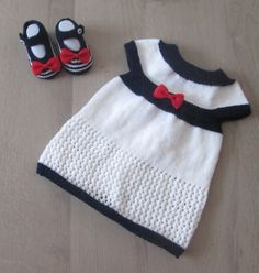 ENSEMBLE ROBE PETIT MOUSSE ET BABIES tricoté main : Mode Bébé par il-suffira-d-un-fil-