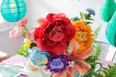 Make a beautiful bouquet of spring flowers inspired by the magical world of Alice in Wonderland. Decorate the house or use them to set the scene at a party. Alice In Wonderland Flowers, Alice In Wonderland Characters, Alice In Wonderland Tea Party, Mad Hatter Costumes, Mad Hatter Party, Mad Hatter Tea, Mad Hatters, Mad Tea Parties, Alice Tea Party