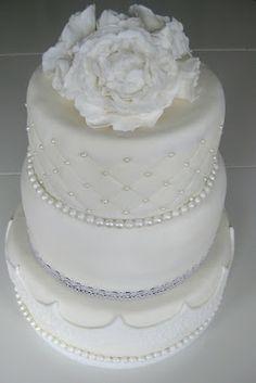 Sara's Cupcakes: Vit bröllopstårta till Stina & Jacob