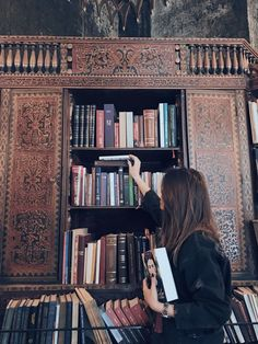 Best books to read! Book Aesthetic, Aesthetic Photo, Aesthetic Girl, I Love Books, Books To Read, Reading Books, Foto Casual, Vintage Nike, Book Nooks