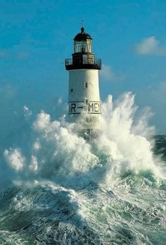 Le phare d'Ar-Men, Bretagne (Lighthouse Ar Men, French Brittany, France) Version voyages- www.fr Plus Photo Bretagne, Poster Photo, Lighthouse Pictures, Beacon Of Light, Ansel Adams, Ocean Waves, Big Waves, Belle Photo, Beautiful World