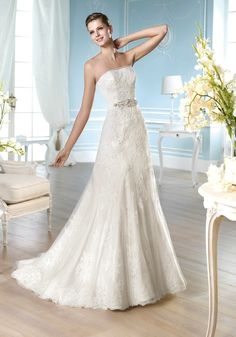 San Patrick | Sexy Wedding Dress with Beautiful Sheer Tulle Edge Details - Hong Kong | LMR Weddings