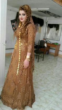 PRETTY ARABIC WOMAN Indian Party Wear Gowns, Party Wear Evening Gowns, Gown Party Wear, Desi Wedding Dresses, Asian Wedding Dress, Bridal Dresses, Stylish Dresses For Girls, Stylish Dress Designs, Simple Dresses