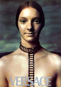 Fotografía de Steven Meisel para la campaña publicitaria de Versace FW 1998:  ¿Inspiración medieval...gótica...?