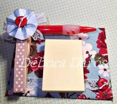 Prancheta em papelão holler revestido com tecido 100% algodão decorado com prendedor, lapiseira, bloquinho anote e cole, fita, flor, botão e papel para scrap R$ 14,50