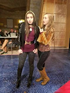 Lilimar & Savannah May Knight Squad, Disney Actresses, Nickelodeon Shows, Popular Girl, Savannah Chat, Pretty Outfits, Pretty Girls, Bff, Poses