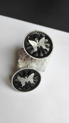 Boucles d'oreilles cabochons capsules Nespresso couleur noires motifs papillons féériques : Boucles d'oreille par miss-perles