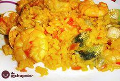 Arroz de marisco. Es imposible que el arroz salga mal, berberechos, rapitos y langostinos. Un buen fumet de pescado y albariño. Viva el marisco gallego.