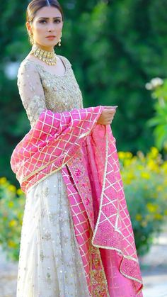31 Super ideas clothes vintage outfits my style Pakistani Party Wear Dresses, Shadi Dresses, Designer Party Wear Dresses, Pakistani Wedding Outfits, Pakistani Dress Design, Indian Designer Outfits, Pakistani Bridal Wear, Indian Dresses, Indian Outfits