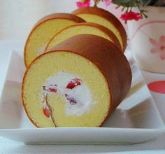 Cream cake roll Cake Roll Recipes, Delicious Cake Recipes, Yummy Cakes, Gourmet Recipes, Dessert Recipes, Japanese Roll Cake, Jelly Roll Cake, Swiss Roll Cakes, Asian Cake