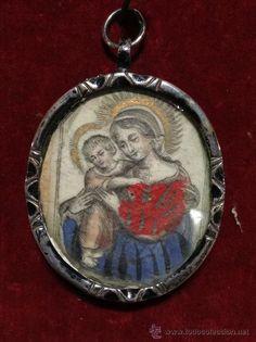 $350€ Antiguedades en Zaragoza: Relicario en plata maciza, con grabados de la Virgen con Niño y santo, del siglo XVIII. En perfecto estado. Medidas: 6cm X 4cm.