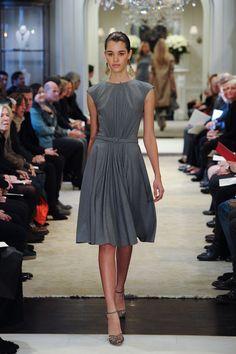 Ralph Lauren | Pre-Fall 2014 Collection | Style.com #vestido #evasê #manga #cinza #cinto