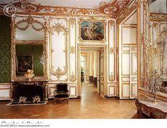 Versailles                                                                                                                                                                                 More
