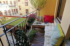 Comment aménager un balcon étroit ? | Green walls, Salons and Balconies
