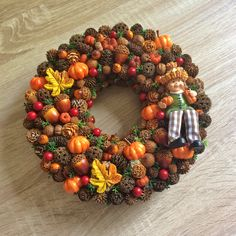 Autumn Wreaths, Christmas Wreaths, Scarecrow Wreath, Ornament Wreath, Decorating Your Home, Fall Decor, Diy And Crafts, Floral Wreath, Beautiful