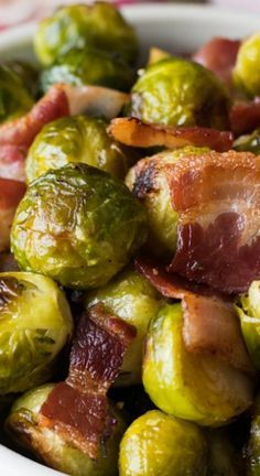 Appetizer Recipes Discover Oven Roasted Brussels Sprouts with Bacon - A Family Feast Oven Roasted Brussels Sprouts With Bacon. Perfect side for your Thanksgiving meal. Great recipe for anyone who thinks they dont like Brussels Sprouts. Sprout Recipes, Vegetable Recipes, Brocolli Recipes, Roasted Vegetables, Veggies, Roasted Sprouts, Side Dish Recipes, Dinner Recipes, Appetizer Recipes