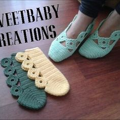 Very pretty design for crochet slippers.No parrern, just a picture of a yarn artist's work but they are so pretty I couldn't resist pinning!, Slipper ~can't find pattern though.A different way to assemble knitted / crocheted slippers. Crochet Slipper Boots, Crochet Slipper Pattern, Knitted Slippers, Crochet Patterns, Knitting Patterns, Crochet Diy, Love Crochet, Crochet Crafts, Crochet Projects