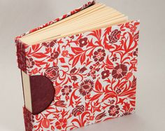 Los muertos de invierno, la snowpocalypse y más nieve hoy en día han convertido nuestros Maine woods blanco y negro. Inspirado por este tiempo precioso y tranquilo yo he unida una serie de libros blancos y negro. Aunque estaba inspirado por el frío y la oscuridad de la temporada, este libro blanco y negro será sólo tan guapo como un libro de visitas formal, para grabar sus pesadillas, o viajar contigo en tu círculo de élite. Este 5.5x8.5 libro con páginas en blanco es un gran tamaño para un…