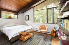 House Tour: Sunny, Mid-Century Modern Style Family Home Classic Dressers, Beam Structure, Modern Roofing, House Deck, Roof Architecture, California Homes, Mid Century House, House Tours, Mid-century Modern
