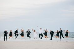 Una foto para agregar al book de una boda en playa!!  - Lee los consejos en este nota super útil para organizar la mejor boda en la playa!! :)