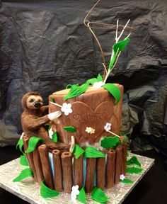 Another unusual yet interesting cake request. This birthday girl has an obsession with sloths and the outdoors. Baby Sloth, Cute Sloth, Cupcakes, Cupcake Cakes, Beautiful Cakes, Amazing Cakes, Sloth Cakes, Jungle Cake, Animal Cakes