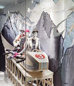 Textile Illustrationen und Collagen inspiriert von der Münchner Künstlerin Nora Gres - Schaufenster Weihnachten 2014 bei LUDWIG BECK