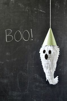 Halloween Party | mini ghost piñatas ✭ kids DIY ✭ via Oh Happy Day