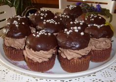 Rigó Jancsi muffin | Erika Mészáros receptje - Cookpad receptek Simnel Cake, Bean Cakes, Seed Cake, Rum Cake, Red Beans, Riga, Salzburg, Red Velvet, Snacks