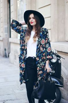 40 Summer Fashion Outfits With Kimonos fashion style fashion and style kimono women's fashion fashion outfits womens fashion and style Kimono Outfit, Kimono Fashion, Boho Fashion, Style Fashion, Kimono Jacket, Japan Fashion, Summer Fashion Outfits, Chic Outfits, Outfit Summer