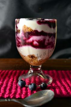 tiramisù con yogurt e mirtilli (25) Torta Angel, Tiramisu, Fondant, Italian Desserts, Gorgeous Cakes, Sweet Cakes, Light Recipes, I Love Food, Summer Recipes