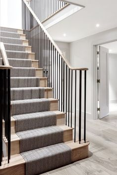 Trendy Wooden Stairs With Runner Wood Staircase Metal Stair Railing, Staircase Remodel, Staircase Railings, Staircase Design, Staircase Ideas, Decorating Staircase, Staircase Runner, Corridor Design, Stair Design