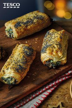 These no-sausage sausage rolls are bound to be a hit at any festive buffet. Crea… These no-sausage sausage rolls are bound to be a hit at any festive buffet. Creamy ricotta and spinach are baked in golden puff pastry for a surprisingly easy party nibble. Vegetarian Christmas Recipes, Vegetarian Recipes, Cooking Recipes, Vegetarian Canapes, Vegetarian Finger Food, Vegetarian Buffet, Healthy Recipes, Appetizers For Party, Appetizer Recipes