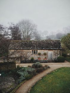 Abode: House in the country by Eyes Wide Open UK Cozy Cottage, Cottage Style, Cottages Anglais, Beautiful Homes, Beautiful Places, Cabins And Cottages, Stone Houses, English Countryside, Countryside Homes