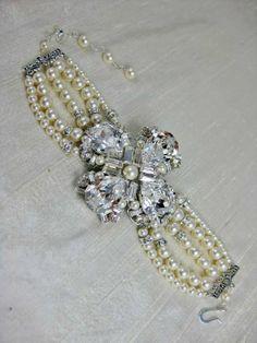 Vintage inspired pearl bridal bracelet