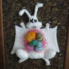 Knitted animal dissection: the Easter bunny. Totally talented and ultra-creative Etsy artist Crafty Hedgehog has finally filled that long-untapped niche: knitted animal dissections. Extreme Knitting, Knitted Animals, Easter Baskets, Easter Bunny, Happy Easter, Easter Eggs, Textiles, Fiber Art, Knitting Patterns